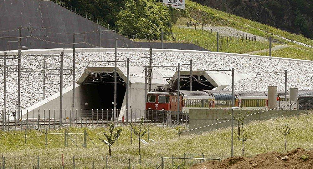 У Швајцарској отворен најдужи железнички тунел на свету