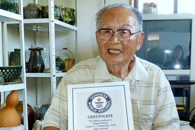 Никад није касно: Јапанац дипломирао са 96 година