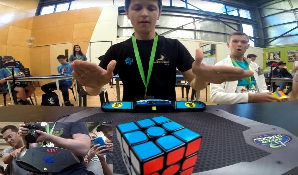 Студент из Аустралије оборио светски рекорд у склапању Рубикове коцке