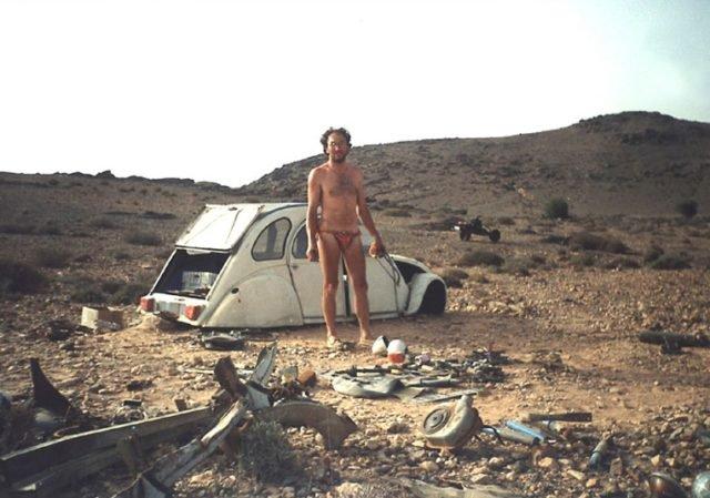 Претворио ауто у мотор и преживео пустињу